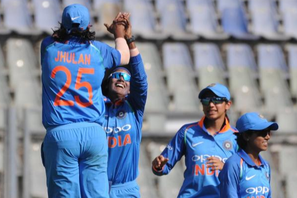 IN-W vs EN-W- Bowlers, Mandhana lead India to series win