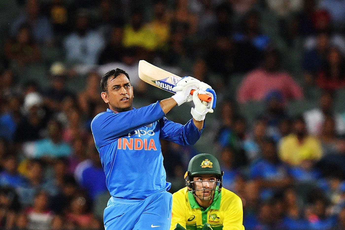 ms dhoni hitting six